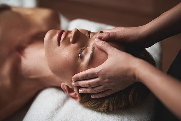 Foto van een hoofdmassage - studio zilver: counseling, massage en ontspanning