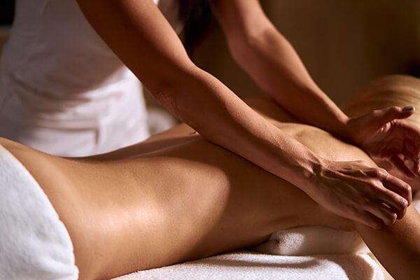 Foto van een rugmassage - studio zilver: counseling, massage en ontspanning
